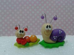 Enfeite de chimarrão. #enfeitedechimarrao Cute Polymer Clay, Fimo Clay, Handmade Polymer Clay, Fondant Cake Toppers, Fondant Cakes, Clay Fairy House, Modeling Chocolate, Clay Fairies, Clay Figurine