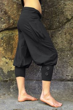 Pedal Pushers-black pants-womens capris-riding pants-womens yoga wear-black cotton pants-baggy capri-unique fashion-trendy women's clothing Pedal Pushers-schwarze Hose-Damen Capris-Reiten von Unique Fashion, Black Women Fashion, Look Fashion, Trendy Fashion, Fashion Outfits, Womens Fashion, Ladies Fashion, Fashion Ideas, Fashion Clothes