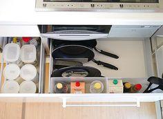 #キッチン収納 コンロ下に、調味料やフライパン、蓋、鍋などを収納しています。 (フライパン横のスペースには普段は汁物用の小鍋もいつもあり) * フライパンと蓋は、無印の「アクリル仕切りスタンド(大)」を使って収納しています。 我が家の仕切りスタンドの活用方法を聞いて頂き、過去picで仕切りスタンドについてのpicを #我が家の仕切りスタンド活用方法 というタグ付けしました☺︎ よければ、そちらをご覧ください☺︎ * #収納 #整理収納 #シンプル収納 #キッチン #kitchen #無印良品 #無印 #muji #mujilife #リクシル #LIXIL #シンプルな暮らし #シンプルライフ #暮らし