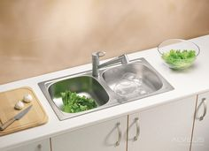 Most Inspiring Kitchen Sink Faucets Trends for Small Room - Ruchi Designs Stainless Steel Double Sink, Undermount Stainless Steel Sink, Undermount Sink, Stainless Kitchen, Kitchen Sink Strainer, Kitchen Sink Faucets, Bathroom Faucets, Corner Sink Kitchen, Double Kitchen Sink