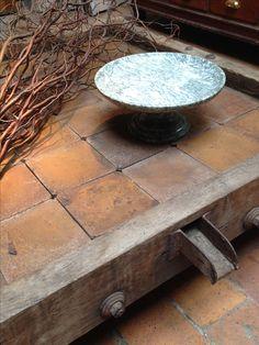 table basse faite avec un ancien pressoir à pommes . www.passe-compose.be  Tournai Belgique