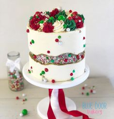 As you may have seen on a previous post. my Christmas fault line cake tutorial is in the latest edition of 💙 super… Christmas Cake Designs, Christmas Cake Decorations, Christmas Cupcakes, Christmas Sweets, Holiday Cakes, Christmas Goodies, Christmas Desserts, Christmas Baking, Christmas Christmas