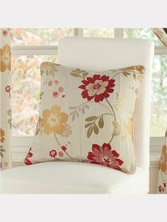 Montgomery Forget me not red cushion 45 x 45
