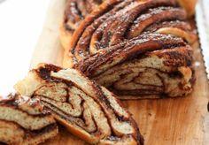 Hoy hacemos un pan diferente, dulce y con un toque muy especial, con Nutella. La masa la vamos a preparar nosotros, queda muy esponjosa y con un sabor nada