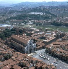 Piazza Santa Croce is one of the main squares of the historic centre of Florence,#ConosciFirenze.
