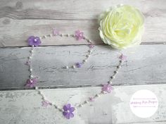 Check out this item in my Etsy shop https://www.etsy.com/uk/listing/535211431/flower-hair-chain-bridesmaid-hair-piece