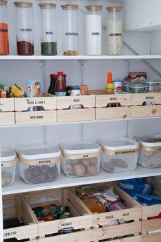 Home Organization Hacks, Pantry Organisation, Diy Kitchen Decor, Interior Design Kitchen, Scandi Home, The Home Edit, Interior Decorating Styles, Pantry Design, Küchen Design