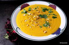 Helppojen, talvisten sosekeittojen sarja sai jatkoa Pohjois-Afrikan makuja tulvillaan olevasta kasvissosekeitosta! Pääosasta taistelivat tällä kertaa porkkana, kukkakaali ja omena. Kuka vei voiton?… Vegetarian Recipes, Cooking Recipes, Paleo, Keto, Yams, Thai Red Curry, Veggies, Food And Drink, Ethnic Recipes
