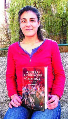 Raquel Camarero nos muestra la portada de lo que es su primer libro. DB