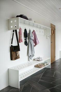 benk og hylle Entryway, House, Furniture, Home Decor, Ideas, Entrance, Decoration Home, Home, Room Decor