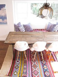 Moroccan inspired lounge area pillows set on the floor - Deco style boheme chic ...