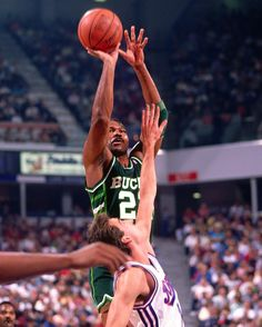Happy Birthday to the former NBA All-Star and two time NBA 6th Man of the Year Ricky Pierce!!