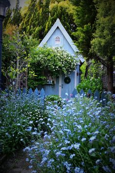 55 beautiful small cottage garden ideas for backyard inspiration 50 55 Beautiful Small Cottage Garde Small Cottage Garden Ideas, Cottage Garden Design, Cottage Garden Plants, Home And Garden, Backyard Cottage, French Cottage Garden, Spring Garden, Back Gardens, Outdoor Gardens