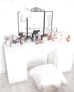 From @stylejunkyz Experience international luxury FOLLOW US. Let's have a look at @mrsfashionfrk and her wonderful dressing table. <3 . . .  #contemporary #interiors #interiordesign #dreamhome #classy modernhome housetour currentdesignsituation finditstyleit whitedecor interior123 decor interior homedesign homestyle homewares interiorinspiration stylejunkyz stylegram livingroomideas homedecor designlovers luxurydesign