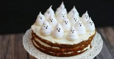 Recette de Gâteau d'Halloween à la carotte, cream cheese et meringues fantômes. Facile et rapide à réaliser, goûteuse et diététique.