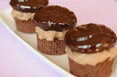 A dkg étcsokoládé 3 dl habtejszín Muffin Recipes, Cookie Recipes, Dessert Recipes, Desserts, Macaron Flavors, Macaron Recipe, Croatian Recipes, Hungarian Recipes, Hungarian Cake