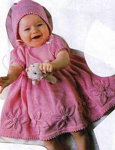 Yndig rosa kjole med blomster Baby Knitting, Sweaters, Barn, Converted Barn, Baby Knits, Sweater, Barns, Sweatshirts, Shed