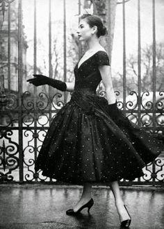 Renée Breton is wearing a polka-dot cocktaildress by Hubert de Givenchy, 1955