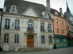 Auxerre : Town Hall (municipio) e case a graticcio