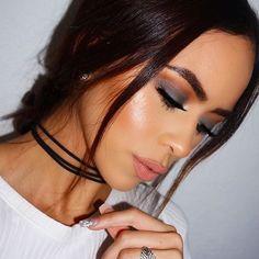 Glowing @valelorenbeauty BROWS: #Dipbrow in Dark Brown EYES: Master Palette by Mario GLOW: Ultimate Glow #glowkit #anastasiabeverlyhills #ultimateglowkit