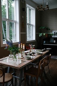 Get this delicious recipe for a vegan coconut-milk-peas-risotto with green aspargus and roasted fennel here. Find also stunning impressions from Sweden. Diy Dining Room Table, Kitchen Dining, Old Door Tables, Roasted Fennel, Cafe Interior Design, Repurposed Wood, Wood Creations, Coconut Milk, Sweet Home