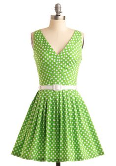 Polka dots!!! I would make this except with a different color... I don't look the best in green... Or red.