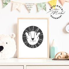 Stylový obrázek do dětského pokoje či spacího koutku v ložnici. Plakátky k sobě vzájemně ladí a lze jakkoli kombinovat a vytvářet si vlastní sety, díky čemuž Vám vzniknou krásné designové doplňky pro Vaše nejmenší. Tisk je zajištěn na profesionální tiskárně na kvalitní papír o vysoké gramáži 260 gms v bílé barvě. #dekorace #detskypokoj #pokojicek #deti #miminko #miminka Stylus, Panda, Decals, Design, Home Decor, Tags, Decoration Home, Style, Room Decor
