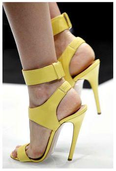 Love these Versace Heels Gianni Versace, Versace Heels, Pretty Shoes, Beautiful Shoes, Yellow Fashion, Mellow Yellow, Yellow Sun, Dream Shoes, Shoe Closet