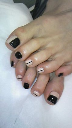 Black and nude toe nails <--- Sheesh, those toes are ugly. Pedicure Nail Art, Pedicure Designs, Toe Nail Designs, Toe Nail Art, Cute Toe Nails, Pretty Nails, Garra, Two Color Nails, French Tip Nails
