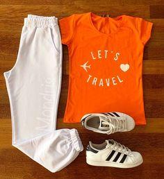 Compleu dama casual Sky compus din pantaloni lungi albi si tricou portocaliu cu imprimeu Let's Travel