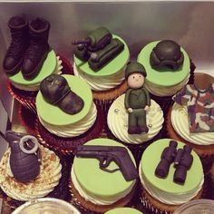 militar cupcake . Military Cupcakes, Army Cupcakes, Army Cake, Fondant Cupcakes, Cupcake Cookies, Camouflage Cupcakes, Army Birthday Cakes, Soldier Party, Fathers Day Cupcakes