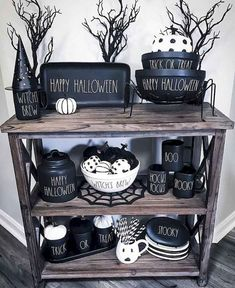 Casual Halloween Decorations Ideas That Are So art costumes ideas crafts design diy decorations diy props diy wood food recipes house Ideen makeup nails party poster pumpkins Halloween Veranda, Casa Halloween, Halloween Home Decor, Halloween 2018, Holidays Halloween, Halloween Crafts, Happy Halloween, Halloween Party, Halloween Ideas