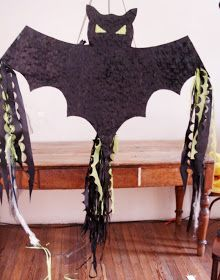 I want to make a halloween piñata that looks like this. Mickey Mouse Halloween, Halloween Carnival, Halloween Celebration, Halloween Spider, Halloween Cakes, Halloween Birthday, Halloween Pumpkins, Pinata Halloween, Moldes Halloween