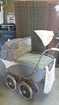 Ouderwetse kinderwagen Mutsaerts