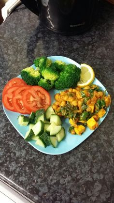 Dinner ❤ Spinach and paneer chickpea curry (recipe below), served with steamed and blanched broccoli, cucumbers and tomatoes topped with a little sea salt and black pepper. Tasty and nutritious  Recipe for chickpea curry is in the 'cooking meals #2' board.