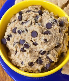 The newest healthy cookie dough dip flavor – chocolate chip banana bread! A new version of the Healthy Cookie Dough Dip. The cookie dough dip is always… Chickpea Cookie Dough, Chickpea Cookies, Cookie Dough Dip, Healthy Cookie Dough, Cookie Dough Recipes, Cookie Pie, Healthy Cookies, Weight Loss Meals, Healthy Dinner Recipes For Weight Loss