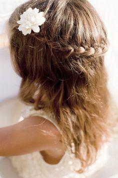 Communion, fêtes des écoles adoptez pour la tresse couronne avec la pince fleur.