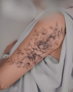 Feminine Tattoo Sleeves, Delicate Tattoo, Feminine Tattoos, Cute Tattoos, Beautiful Tattoos, Body Art Tattoos, Girl Tattoos, Small Girly Tattoos, Small Shoulder Tattoos