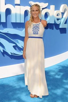 Bethany Hamilton's dress at the Dolphin Tale 2 premiere
