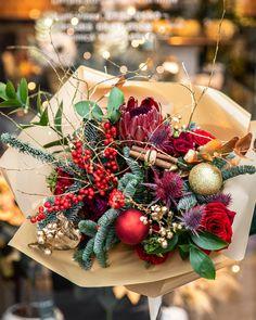 #winter #bouquet #flowers #onlineflowers #christmasbouquet Winter Bouquet, Bouquet Flowers, Flowers Online, Christmas Wreaths, Holiday Decor, Home Decor, Bouquet Of Flowers, Decoration Home, Room Decor