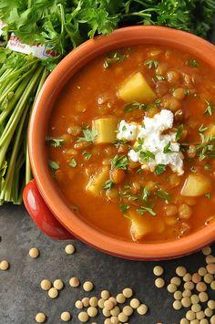 Madras Lentil Soup: this healthy lentil soup channels the flavor of my favorite crock-pot madras lentil dish in a delicious vegan soup!