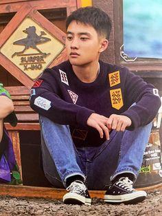 Image may contain: one or more people, people sitting and shoes Kyungsoo, Kaisoo, Chanyeol, Exo Ot12, Tao Exo, Exo Do, Exo Album, Kim Jong Dae, Exo Korean