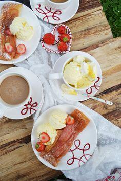 Perfekter Nachmittagskaffee mit Strudel & Gmundner Keramik #handbemaltes #geschirr #design #modern #food #kaffee Strudel, French Toast, Ceramics, Pure Products, Breakfast, Tableware, Ethnic Recipes, Modern, Desserts