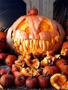 Pumpkin sculpture on Halloween (32 photos)
