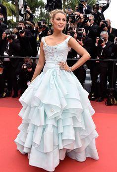 Blake-Lively-Cannes-Film-Festival-2016-Red-Carpet-Fashion-Giambattista-Valli-Vivienne-Westwood-Tom-Lorenzo-Site (7)