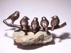 Bronzen beeld met 5 vinken.jpg