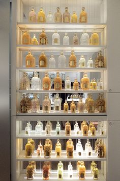Perfume Storage, Perfume Organization, Perfume Display, Perfume Tray, Perfume Oils, Parfum Guerlain, Miniature Parfum, La Rive, Beautiful Perfume