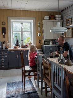 Oh My Home, My Dream Home, Old Kitchen, Vintage Kitchen, Küchen In U Form, Mountain Cottage, Cottage Interiors, Sweet Home, New Homes