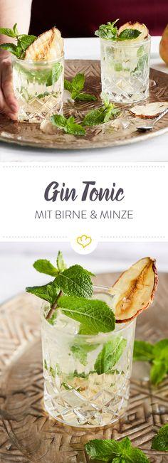 Gin Tonic mit getrockneter Birne und frischer Minze