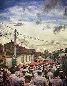 La défilé des dévots